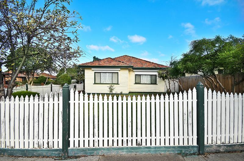 https://assets.boxdice.com.au/domainandco/attachments/c18/bcd/15_keady_street_coburg_north_vic_3058_img0.jpg?e97a5698263b30a8305ab3aa469bd9c5
