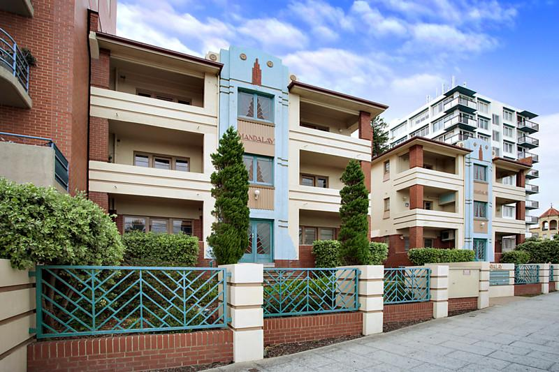 https://assets.boxdice.com.au/domainandco/attachments/d7f/6b9/18_20_the_esplanade_st_kilda_vic_3182_real_estate_photo_2_large_6758671.jpg?5501abe542d996559f49b188575a7c1d