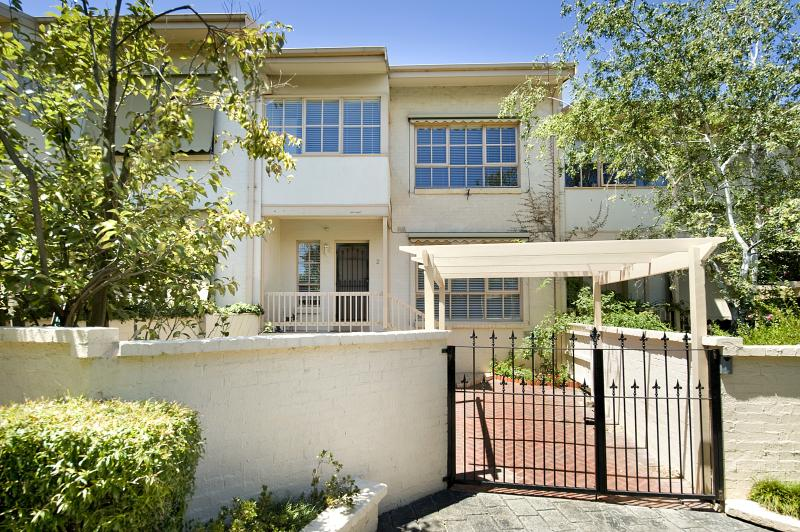 https://assets.boxdice.com.au/domainandco/attachments/e50/33d/36_anderson_road_hawthorn_east_vic_3123_real_estate_photo_1_large_1539375.jpg?ee70be28152559f5ec6ddb179e51c393