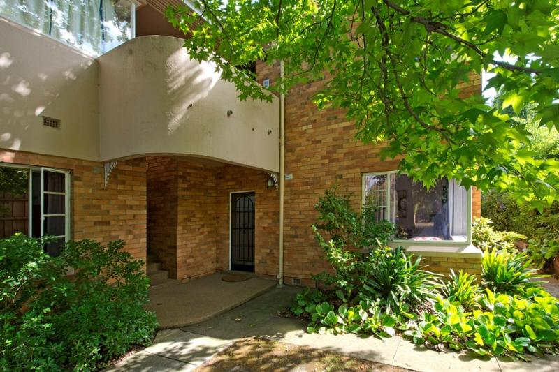 https://assets.boxdice.com.au/domainandco/attachments/f64/bf8/31_ryeburne_avenue_hawthorn_east_vic_3123_real_estate_photo_1_large_6757193.jpg?9bb2ee0f1c92001e7e8d52b5d1340488