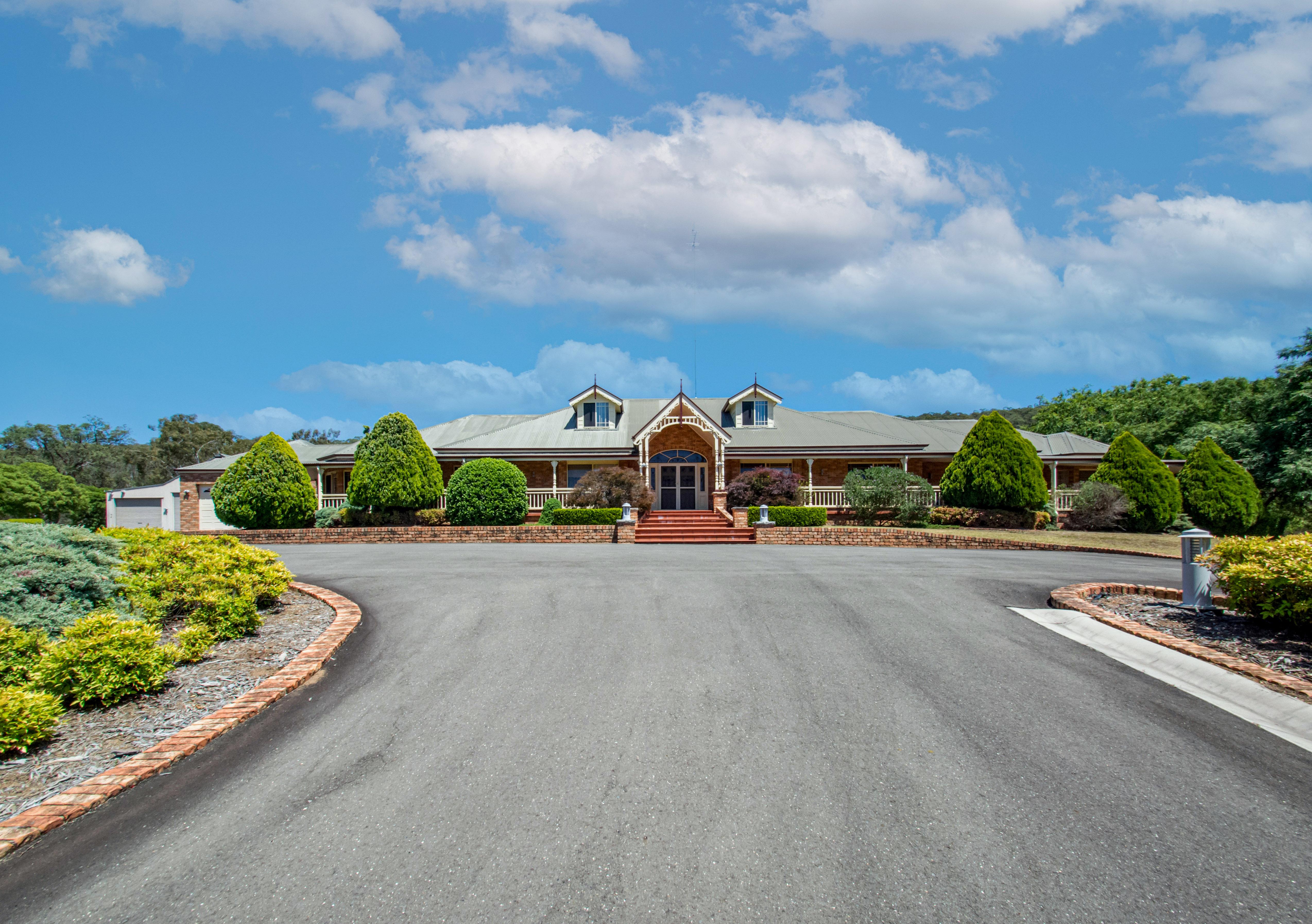 https://assets.boxdice.com.au/dukes-estate-agents/attachments/879/d4e/selling_your_home.jpg?3fff12879164c8542dd16030e4605efb