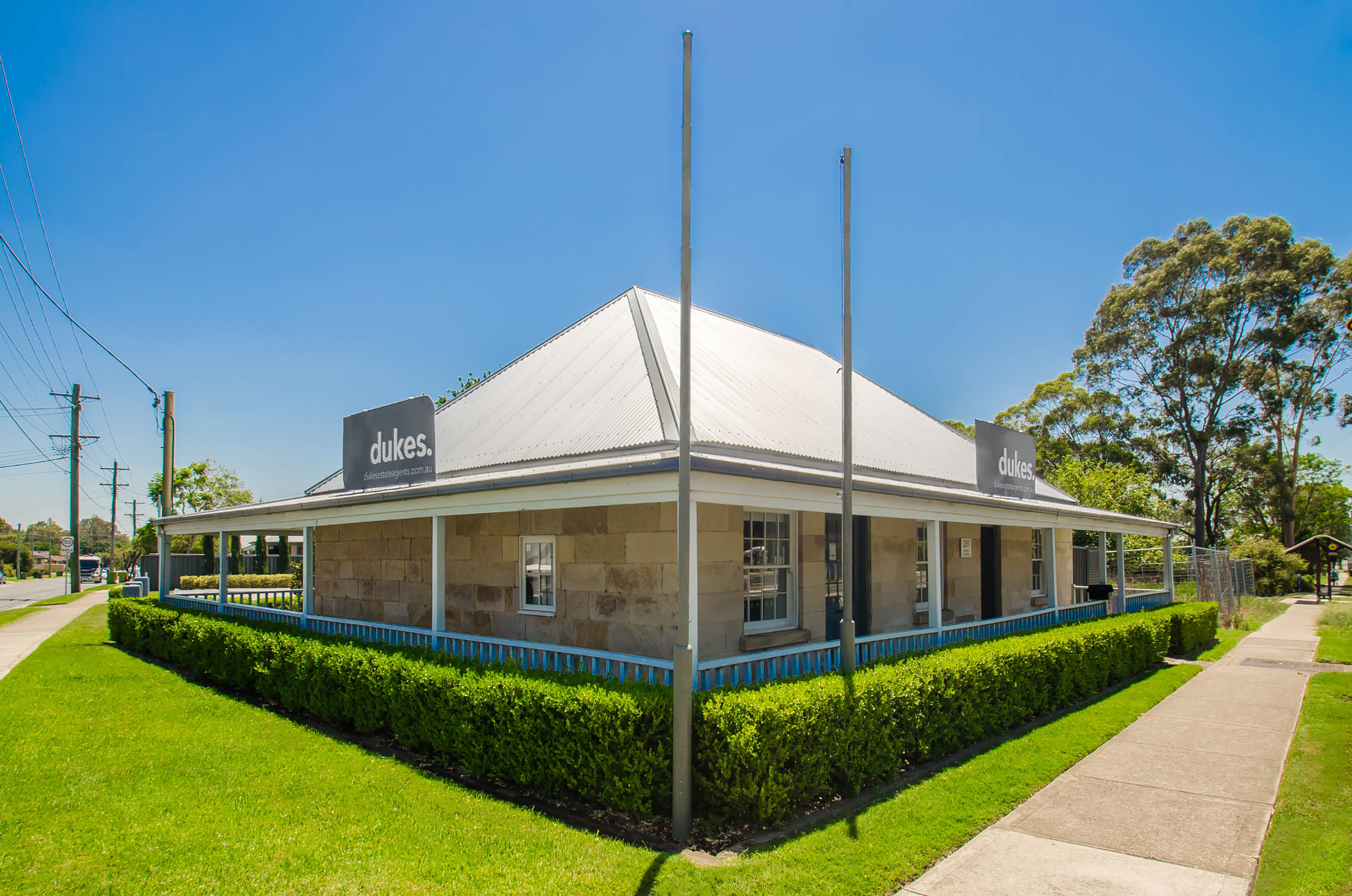 https://assets.boxdice.com.au/dukes-estate-agents/attachments/b87/071/emu_plains_exterior.jpg?1d2143dd7755a61c207630aa719af5f9