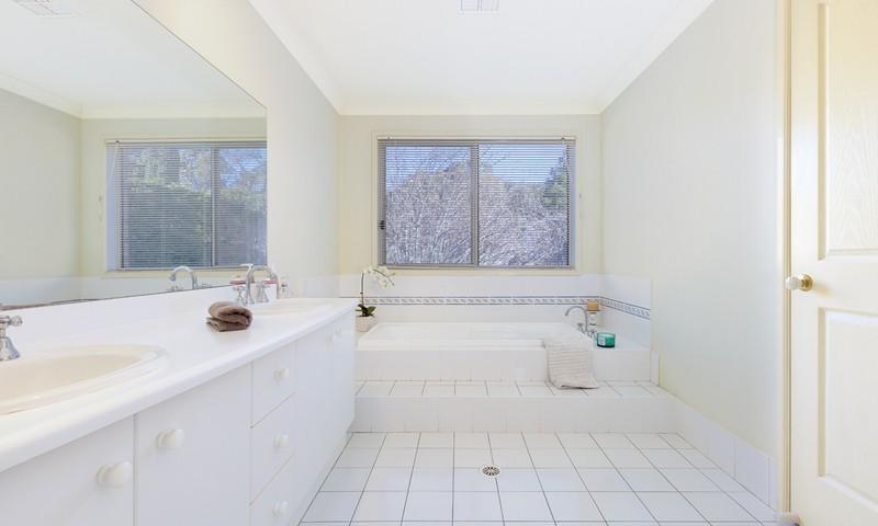 https://assets.boxdice.com.au/duncan_hill_property/listings/1305/895b6029.jpg?crop=800x480