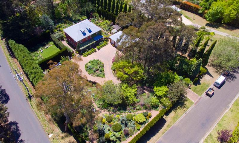 https://assets.boxdice.com.au/duncan_hill_property/rental_listings/94/1542c7c9.jpg?crop=800x480