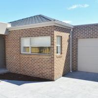 https://assets.boxdice.com.au/haughton_stotts/rental_listings/421/b3e4240e.jpg?crop=200x200