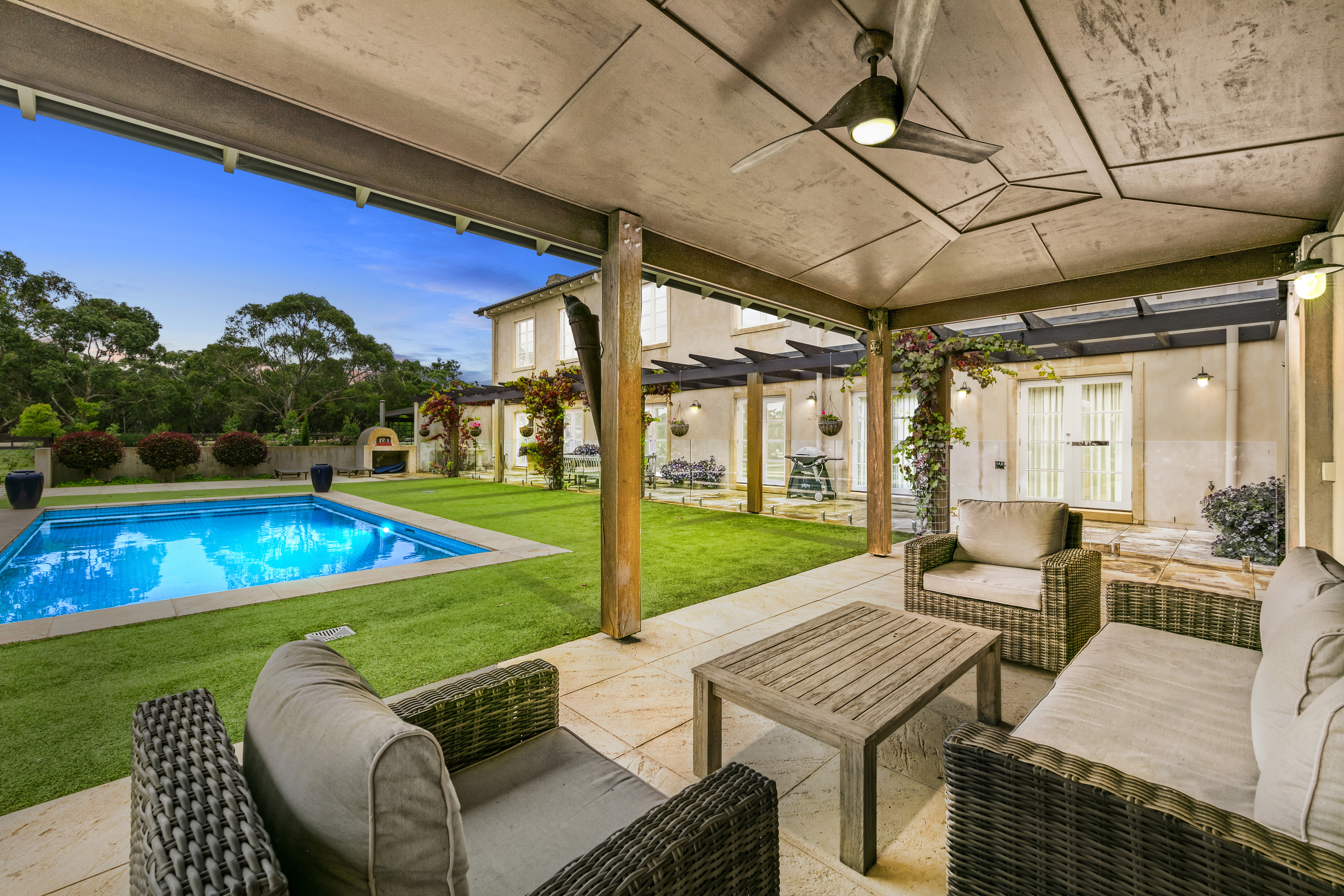 https://assets.boxdice.com.au/homesacreagespecialists/attachments/e98/f07/request_an_appraisal.jpg?59a2dac7bf678ef56c69491b320628ee