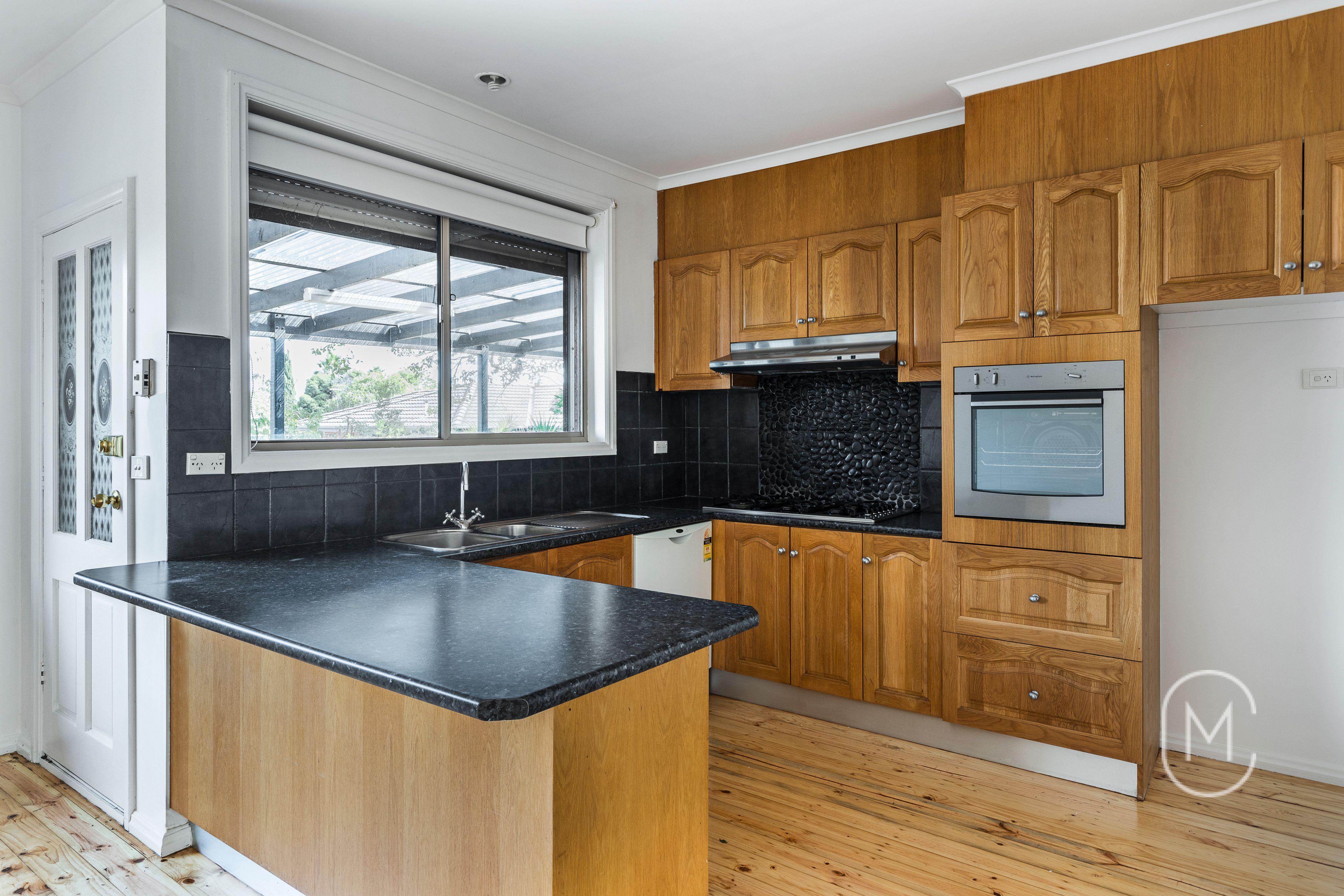 5 Santley Close, MILL PARK 3082