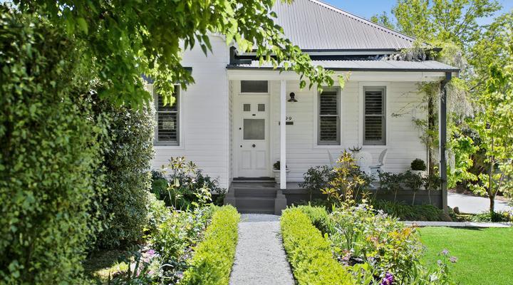 https://assets.boxdice.com.au/mulholland_property/listings/15/373c1aaa.jpg?crop=720x400