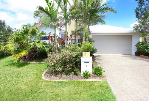 4 First Light Court, Coomera Waters