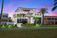 10 Shearwater Esplanade, Runaway Bay Residential House
