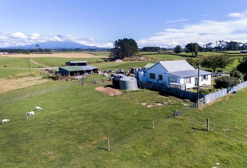 4594 Mountain Road, Eltham