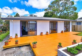 15b Crispe Road, Clarks Beach
