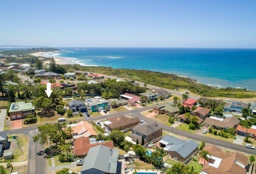 14 Copper Valley Close, Caves Beach