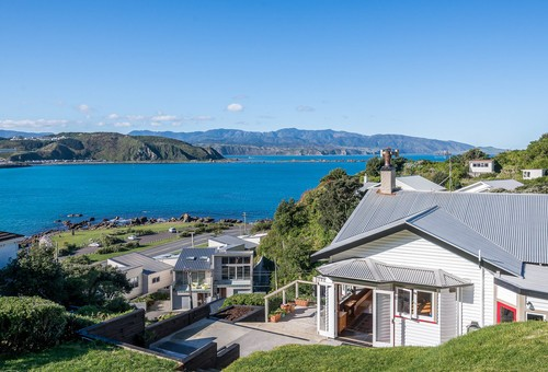 10 Hungerford Road, Lyall Bay