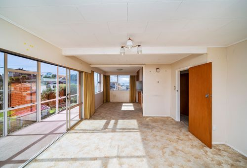 1 and 2/58 Paynters Avenue, Strandon