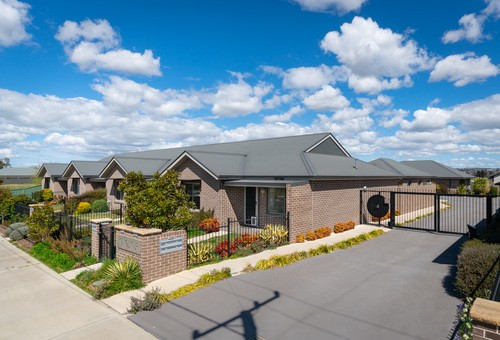 4/190 GILMOUR Street, Kelso