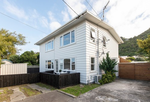 A/186 Queens Drive, Lyall Bay