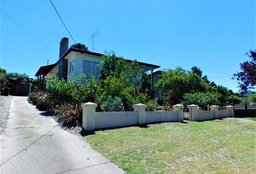 13 Norman Dykes Avenue, Cooma