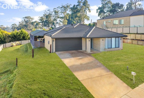 6 Waterford Court, Drouin