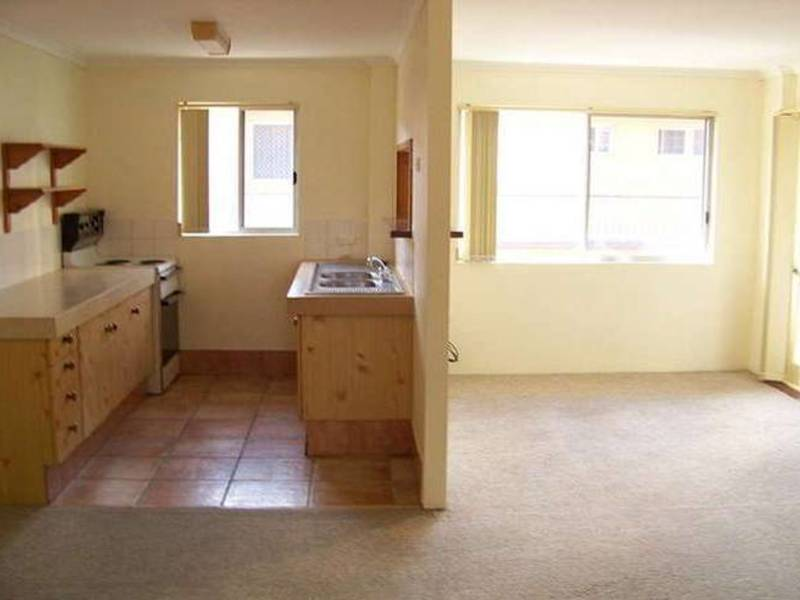 9/26 Labrador Street, Labrador Residential Apartment