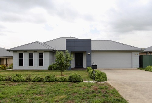 32 EMERALD Drive, Kelso