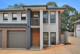 11/10 Old Glenfield Road, Casula