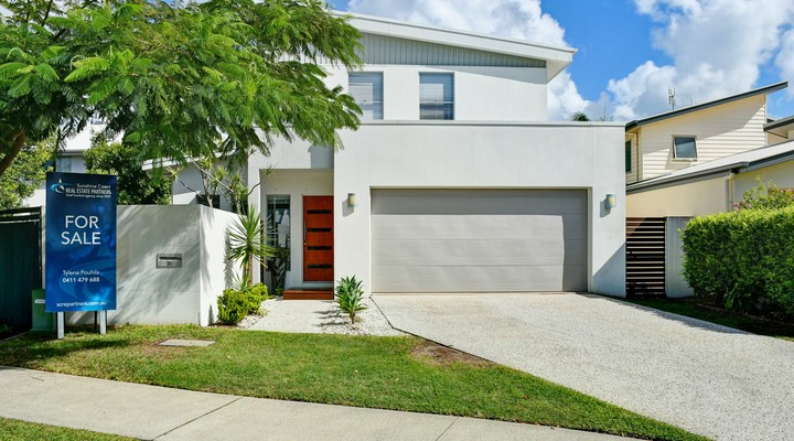 https://assets.boxdice.com.au/realway_caloundra/listings/4304/8262f901.jpg?crop=720x400