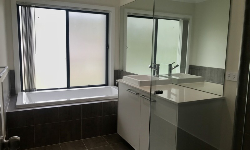 https://assets.boxdice.com.au/residential_hq_central_coast/rental_listings/12/e6dfa943.jpg?crop=800x480