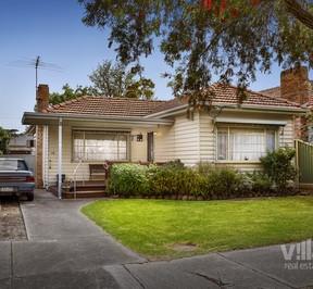 https://assets.boxdice.com.au/village_real_estate/listings/3011/dca0825c.jpg?crop=288x266