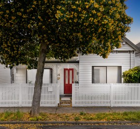 https://assets.boxdice.com.au/village_real_estate/listings/3255/f2e8c06a.jpg?crop=288x266