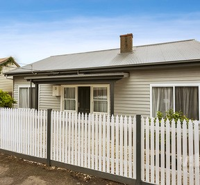 https://assets.boxdice.com.au/village_real_estate/rental_listings/1023/4b80a736.jpg?crop=288x266