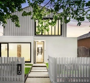 https://assets.boxdice.com.au/village_real_estate/rental_listings/1062/cc1f0148.jpg?crop=288x266